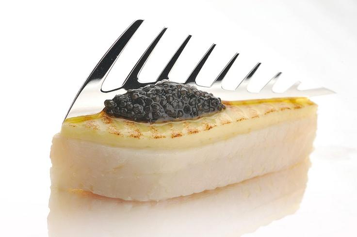 Filets de sole pochés avec crevettes grises, citron et caviar