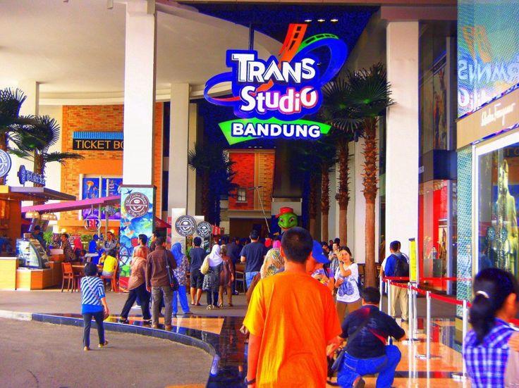 Bandung, Trans Studio Bandung: Wisata Keluarga di Kota Bandung