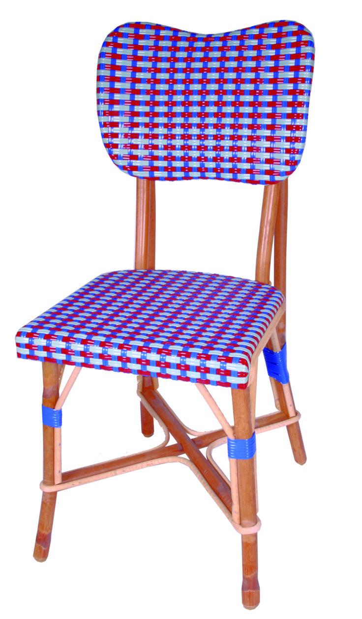 Chaise tissée à vos couleurs, mobilier empilable robuste et léger. Une forme originale qui trouve sa place à l'extérieur et à l'intérieur.