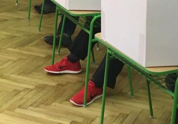Neposlušná kampaň s červenými teniskami Pavla Freša