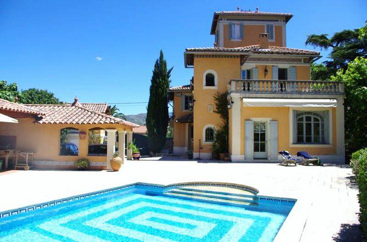 Une propriété d'exception de style Toscan, sa #piscine d'un bleu azur de 11 Par 5, un parc aux beaux arbres centenaires et ceci à 15 Minutes du vieux port de #Marseille >> http://www.autopimmo.com/immo/annonce-vente-maison-marseille%2012e-12838.html #immobilier #prestige