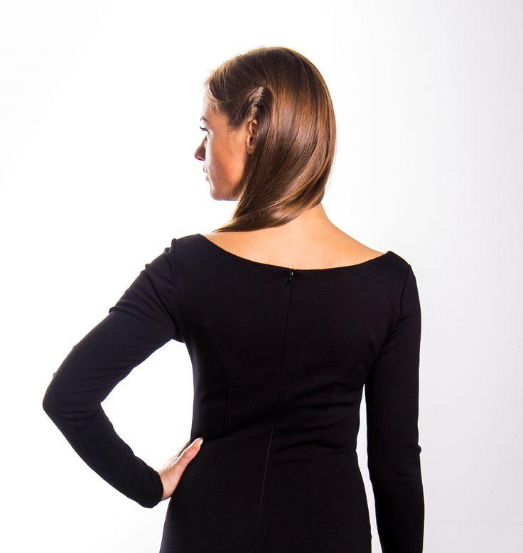 Ткань джерси - плотный, тонкий, приятный к телу трикотаж. платье из этой ткани прекрасно держит форму и корректирует фигуру. Наша модель классического черного платья имеет горловину-лодочку и разрез сзади. В наличии все размеры с 42 по 48 (возможен заказ пошива больших размеров). Бесплатная доставка с примеркой по Москве! Заказ в viber или по телефону: +79062115541 #MIRAMODA #платьеизджерси #джерси #красивоеплатье #мода #стильноеплатье #модноеплатье #женскаяодежда #дизайнерская_одежда…