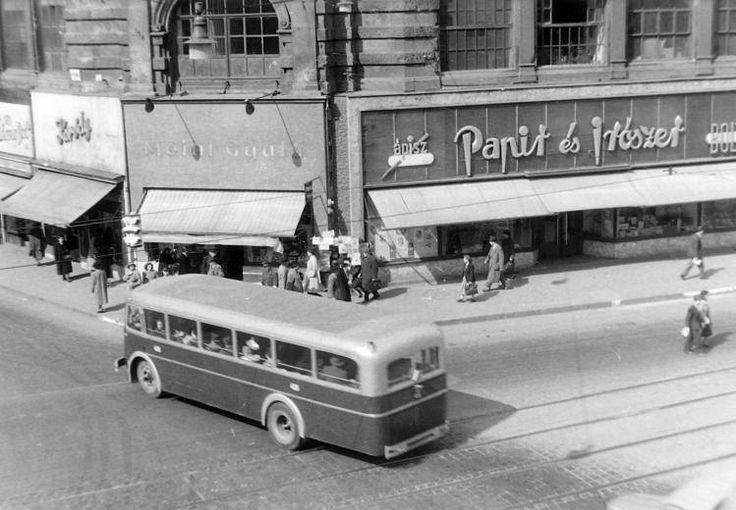 Budapest - Kossuth Lajos utca - Petőfi Sándor utca sarok. (1950)
