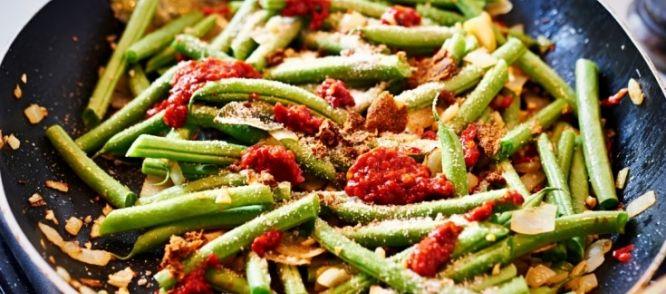 Bij een indische rijsttafel is dit een van onze favoriete (vegetarische) bijgerechten. Op internet gevonden, ietsjes vereenvoudigd.