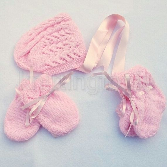 Hand knitted baby lace bonnet booties and mittens set 0  3