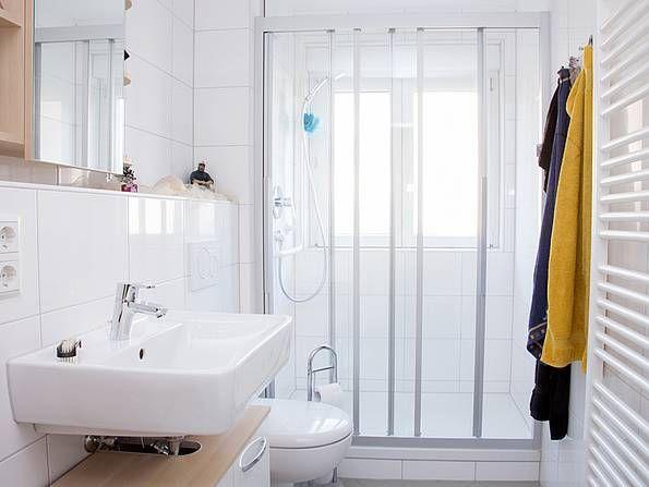 Das Bad Renovieren Modernisierung Fur Jedes Budget In 2019 Bad Bad Renovieren Badezimmer Bauen Badezimmer