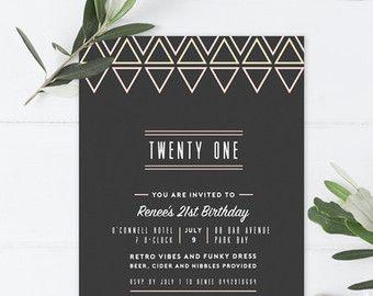 RM-Creative bietet Ihnen die einzigartige druckbare Edison Globe Einladung. Geeignet für Geburtstag-Parteien, Verlobung, Hochzeiten und andere Veranstaltungen, ist zeitgenössische Klassiker perfekt für Sie. Ob Sie ein Liebhaber von alle Dinge Hipster, oder auch nur eine gute hängenden Kugel Liebe, wird dieser laden Ihre Feier original Detail hinzufügen.  Edison Globe Einladung beinhaltet:  Einladung: 4 x 6 (passend für Umschläge, 4,75 x 6,5)  Illustrierte Original-designs Einzigartige layout…