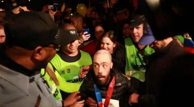 Chicago : un homme atteint de dystrophie musculaire conclut un marathon en 17 heures