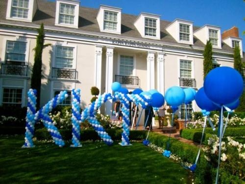 Love the idea of making letters out of balloons!