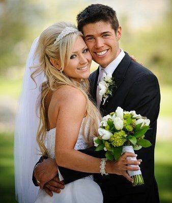 Fun Wedding Poses   classic poses classic portrait style poses are a staple in