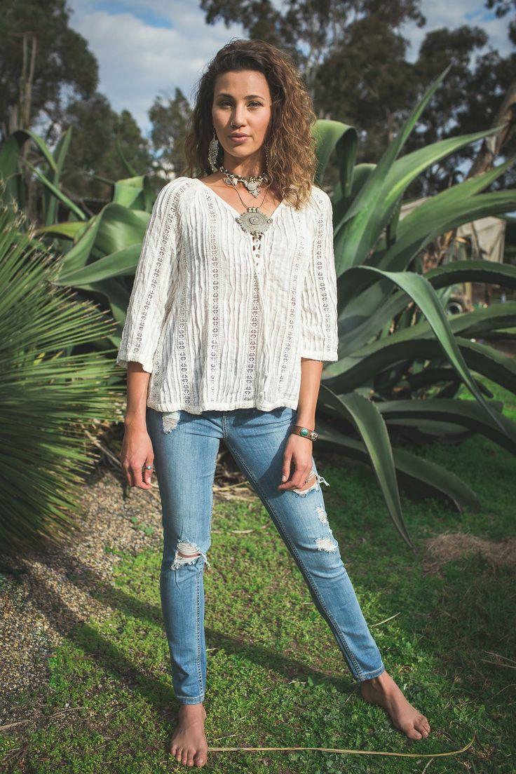 Bohemian Traders - Distressed Skinny Jean
