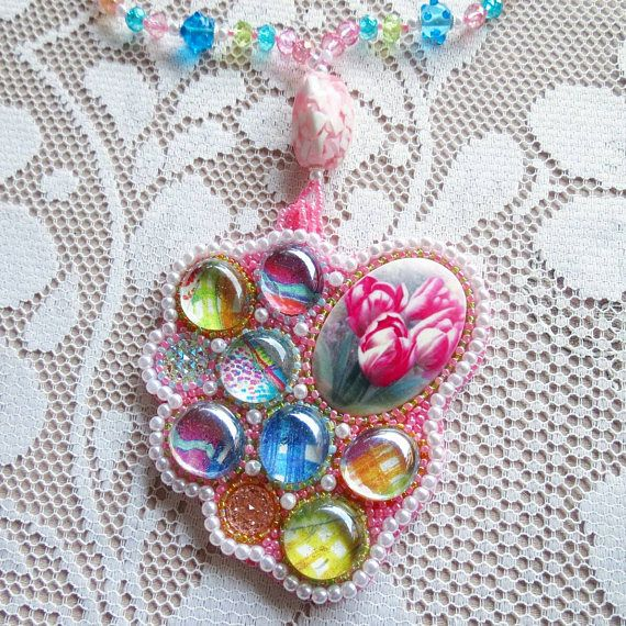 Bubble tulip glass jewelry, pink cammeo bead embroidery necklace, abstract contemporary pendant, freeform beading, pastel colors trend, unique made in italy jewels, haute couture