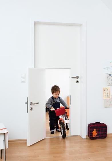 deurtje op kinderformaatLittle Children, Kids Bedrooms, Big Doors, The Doors, Kids Interiors, Children Doors, Kids Room, Kidsroom, Small Doors