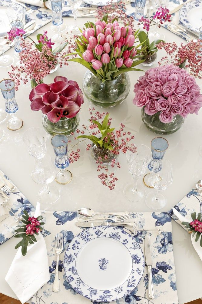 mesa com louça Vista Alegre da Matisse Casa