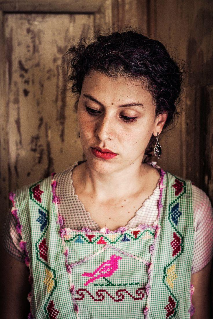 Foto: Ginna Álvarez Mujer y Mirada Polícroma Oculta
