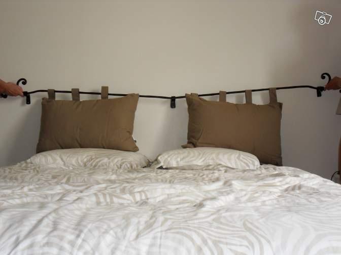 Oltre 1000 idee su tete de lit coussin su pinterest bout de lit testiere e - Lit en fer forge noir ...