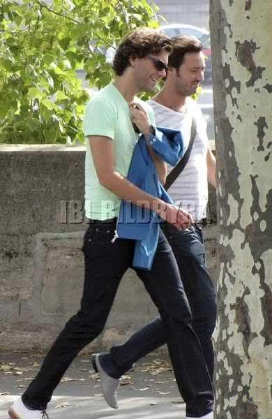 Mika@Virgin MegaStore Paris - CD signing session - Sept. 20, 2009. Here he's walking with Dorian
