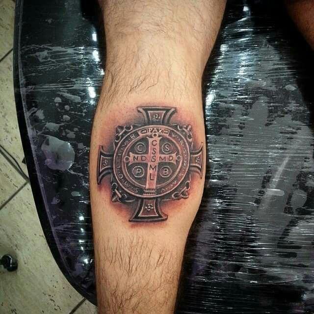 Medalha de São Bento tatuagem
