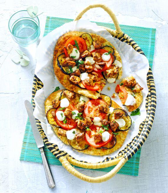 Naan Pizza met Vegetarische Kip Tandoori ('kip' van de Vega Slager)