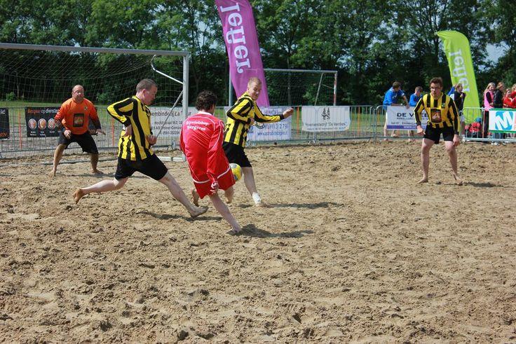 G - Beach Soccer, enthousiaste G - voetballers beleefden een unieke voetbalmiddag tijdens een onderling toernooi. Bijzonder om activiteiten aan te bieden voor kinderen en volwassenen met een fysieke en/of verstandelijke beperking.