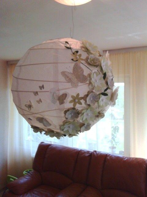 Lampion cu flori si fluturi. Ideal pentru decorarea vitrinelor comerciale.Mai multe modele pe facebook : ulianahandmade