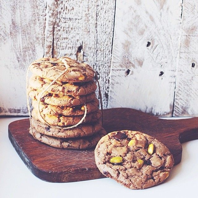 Yesterday's cookies turned out to be delicious. Tasty treat for breakfast today :) Печеньки получились очень вкусными! Любители шоколада и орехов, обязательно попробуйте! Рецепт ниже  #katelizakitchen