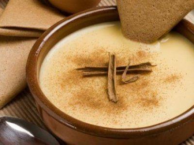 Lechecilla | La lechecilla es un postre de Oaxaca muy similar a la crema catalana. Esta crema de vainilla también se puede preparar un poco mas espesa como relleno de empanadas. En Oaxaca durante la época de Semana Santa, las empanadas de lechecillas son muy famosas