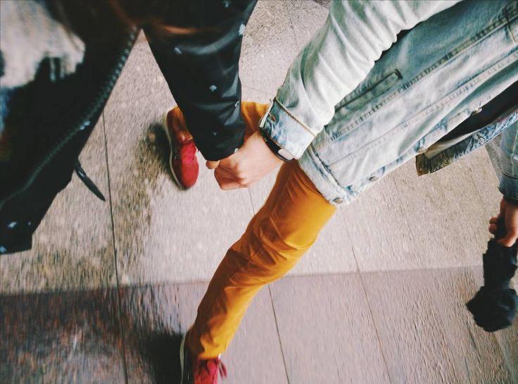 Дождевик оранжевые штаны и зонт команда мечты шагает по Невскому  #vsco #asya_alex_ezdyat #vscocam #vscorussia #ася_в_петербурге by asya.st