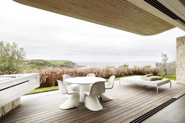 Outdoor Space and Furniture from Luxury Rustic House with Contemporary Design in Sydney Australia 600x399 Luxury Rustic House with Contemporary Design in Sydney, Australia