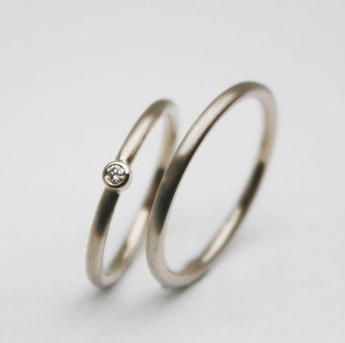 Ein sehr edles Trauringpaar in Weissgold mit Brillant, ein Klassiker für die Ewigkeit!    +Das Bild zeigt ein Produktbeispiel.  Die Ringe werden ne...