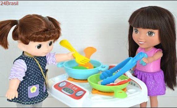 Dora Aventureira e Amiga Juju com Fogaozinho de fazer Comidinha Play-doh!!! Totoykids Em Portugues