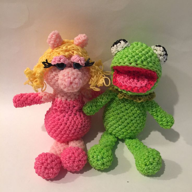 Kermit the Frog & Miss Piggy Combo Play Pack Rubber Band Figure, Rainbow Loom Loomigurumi, Rainbow Loom Disney by BBLNCreations on Etsy  Loomigurumi Amigurumi Rainbow Loom
