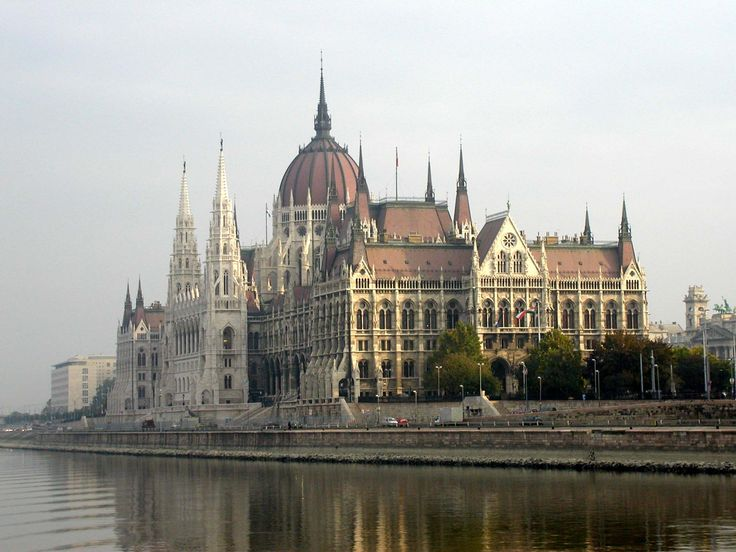 The Hungarian Parliament Building (Országház). It lies in Lajos Kossuth Square, on the bank of the Danube. | Sandy Arthur 2005.