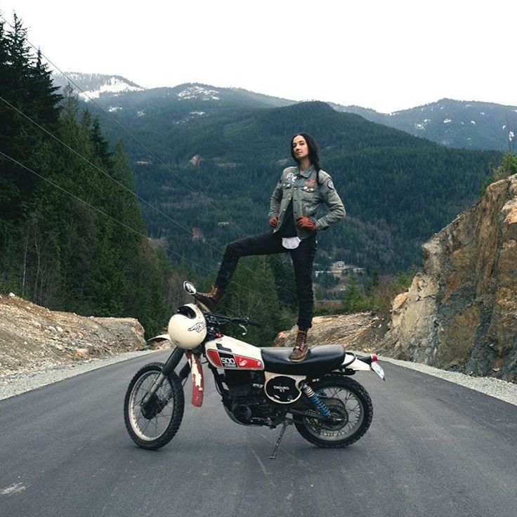 #motorcyclesgirls #chicasmoteras | caferacerpasion.com