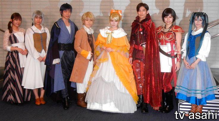 元モーニング娘。の田中れいな(27)が主演するミュージカル「悪ノ娘」(4日初日、東京・東池袋のあうるすぽっと)の最終舞台稽古が3日、同劇場で行われた。ぜいたくの限りをつくし、国民に重税を課す王国の王女リリアンヌ(田中)の運命を描く物語。 主要キャスト8人は、最終舞台稽古前に囲み取材に応じ、田中は「今… / れいな、モー娘から悪ノ娘へ - テレ朝News #エンタメ #芸能 #モーニング娘。 #ニュース #田中れいな