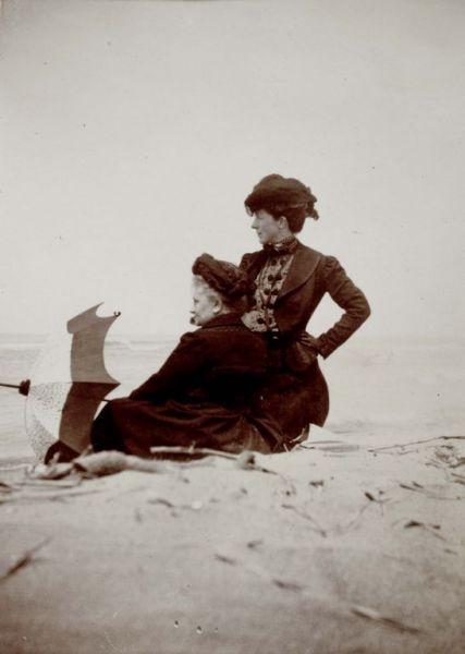 Olivia e Helene sulla spiaggia | Soprintendenza alla Galleria nazionale d'arte moderna e contemporanea | CC0