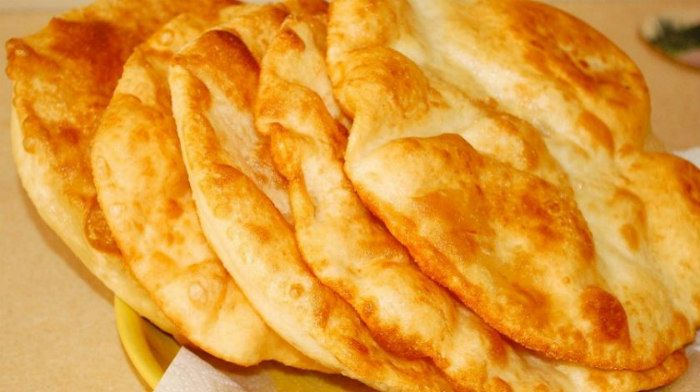 Лангош по-венгерски. Эти лепешки просто что-то с чем-то! Они идеально подойдут к первым блюдам и заменят обычный хлеб!