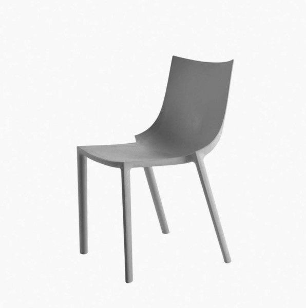 Driade, BO CHAIR, Philippe Starck, 2002. Stackable polypropylene chair (max. 8 pcs.) in grey. Indoor and door use. Packing unit: four pcs each colour. Dimension: cm. W. 50 D. 53 H. 81; seat H. 45