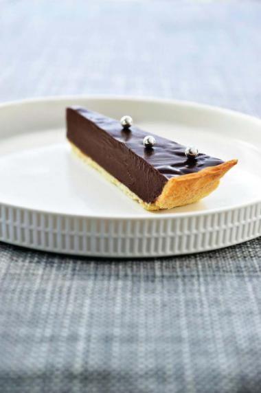 Chocoladeganache-taart met zanddeeg (bekijk video) - Njam Tv - Dominique Persoone !
