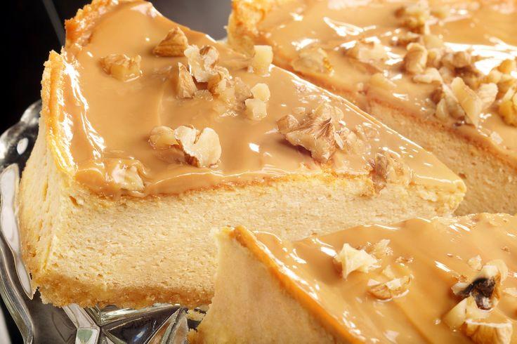 Aromat si super cremos, acest cheesecake este o delicatesa pentru toti iubitorii de caramel. Unde mai pui ca se prepara foarte usor, fara sa fie nevoie sa aprinzi cuptorul.