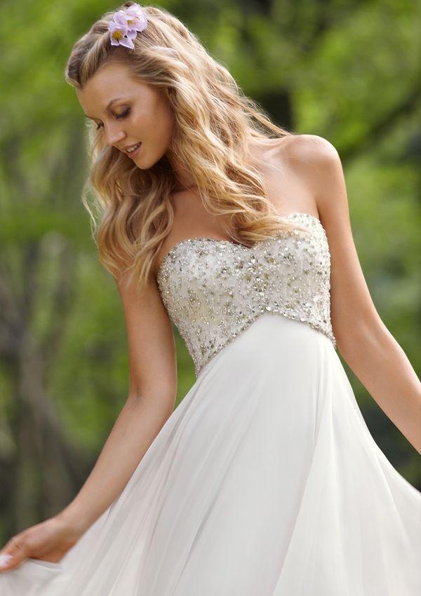 ビジューが美しい、お腹らくちんエンパイヤドレス♡ 白のマタニティ用ウェディングドレス・花嫁衣装まとめ。