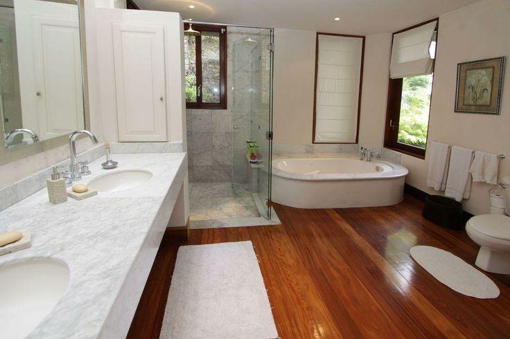 Mountain home bathroom http://costaricamilliondollarhomes.com/Casa-Escazu-Mountain-Home-Views/index.html