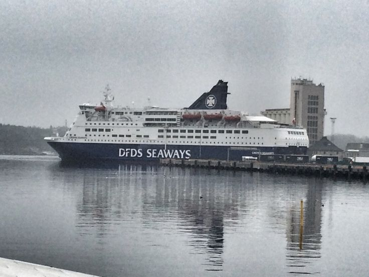Ferries in Oslo ! Picture by @villatverrteigen