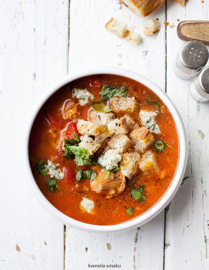 Zupa ze świeżych pomidorów z kurkami