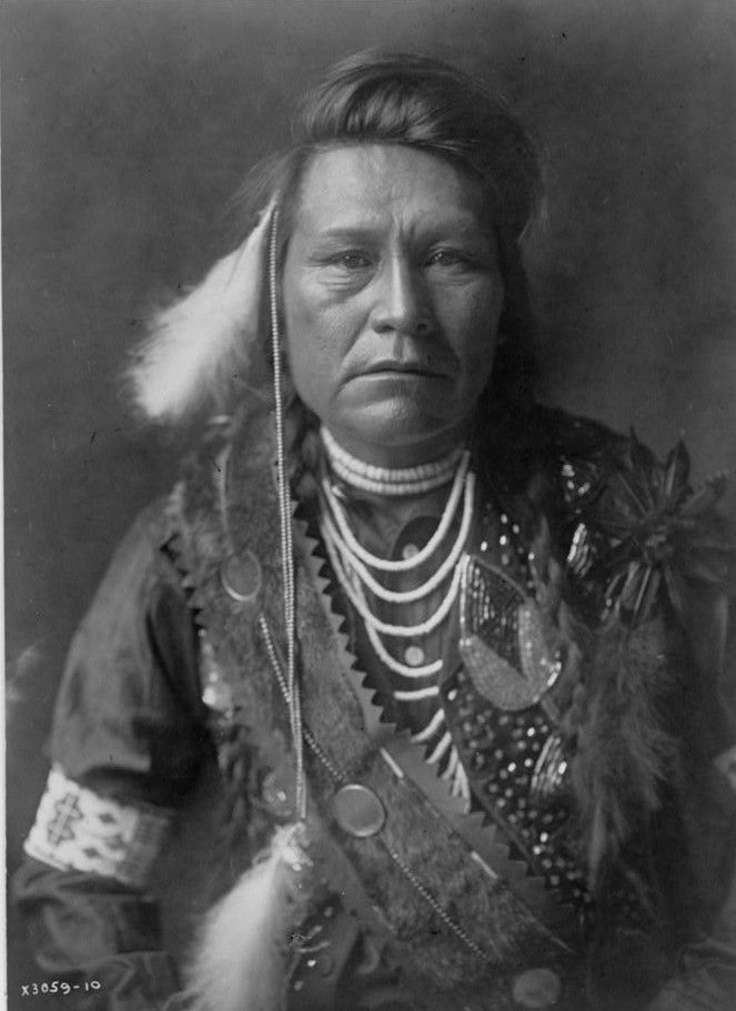 Inashah--Yakima by photographer E. S. Curtis in ca. 1903
