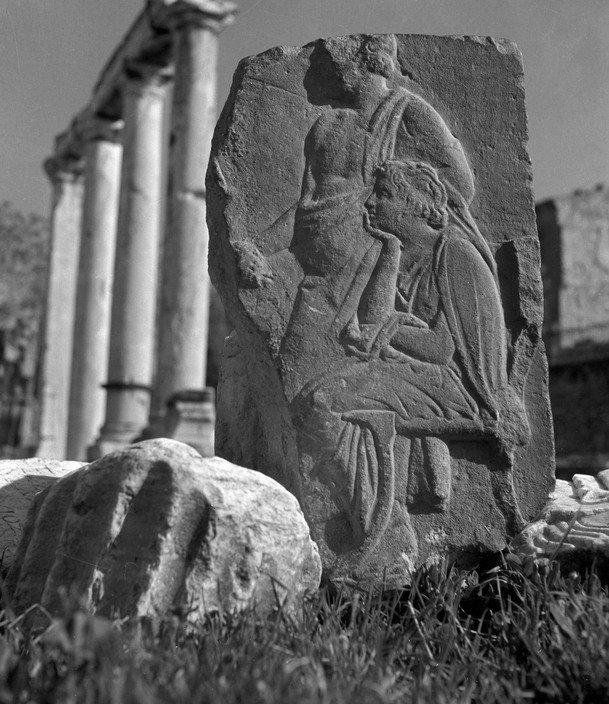 High relief photographed in front of the Hadrian's Library. 1937. Herbert List