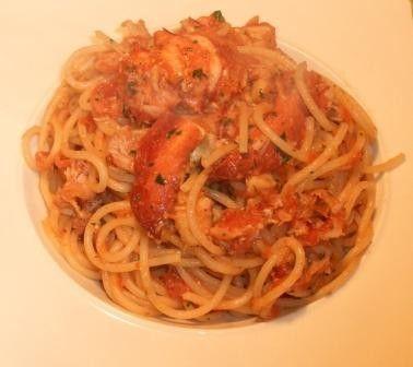 Spaghetti all'astice e capperi - Archivi - Cookaround forum00 gr. di spaghetti  1 astice (basta anche da 500 gr.)  3 pomodori rossi polposi 6 capperi sotto sale  3 cucchiai di olio extravergine d'oliva 1 piccolissimo pezzo di cipolla 1 cucchiai di prezzemolo tritato 1 pizzico di peperoncino tritato 1 pizzico di pepe ½ bicchiere di vino bianco secco q.b. sale