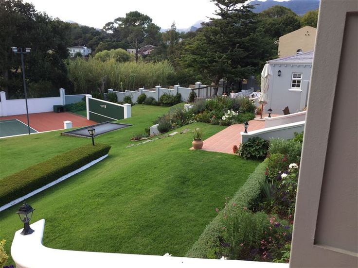 Fourfurlongs - Four Furlongs is situated in the leafy suburb of Constantia, with amazing views of the greenbelt and the mountains.  It offers a great rural feel on the edge of the city with limited DIY breakfasts.The ... #weekendgetaways #constantia #capetowncentral #southafrica