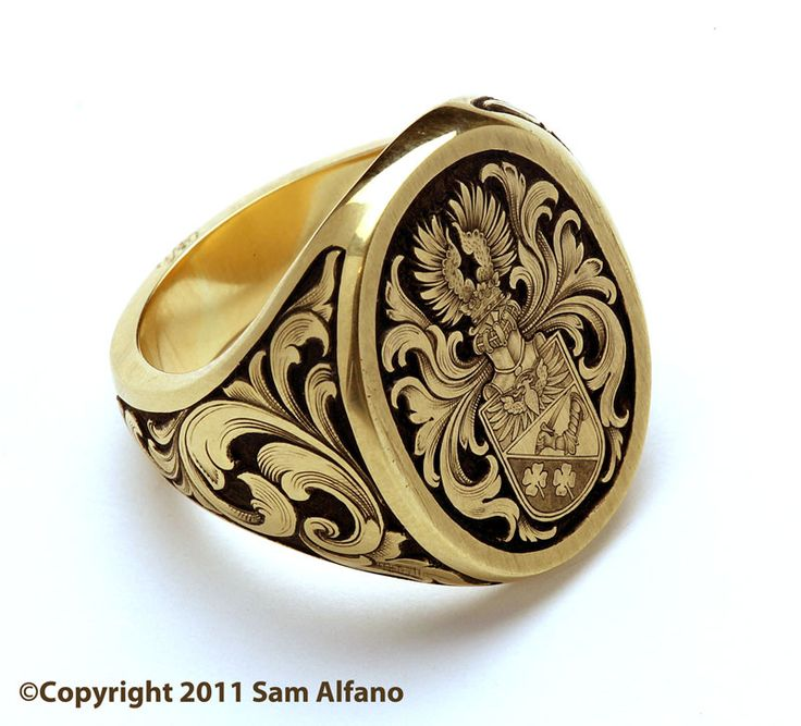 18k gold Signet Ring with coat of arms and sides engraved in deep relief. / Mens Jewelry