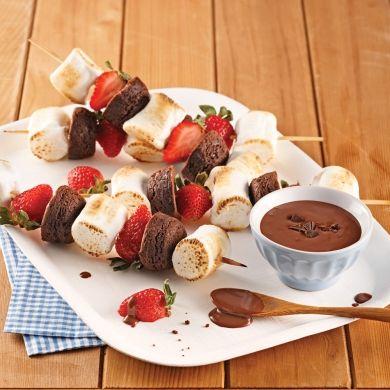 Brochettes de brownies, guimauves et fraises - Recettes - Cuisine et nutrition - Pratico Pratique